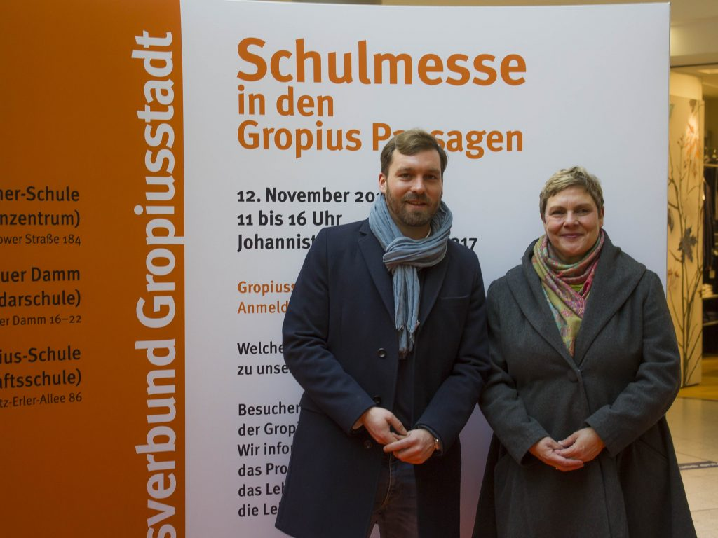 Mit dem Neuköllner Bildungsstadtrat Jan-Christopher Rämer zu Besuch auf der Schulmesse der Oberschulen in der Gropiusstadt